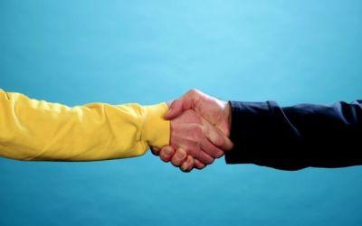 die-zahlreichen-arten-von-handshakes