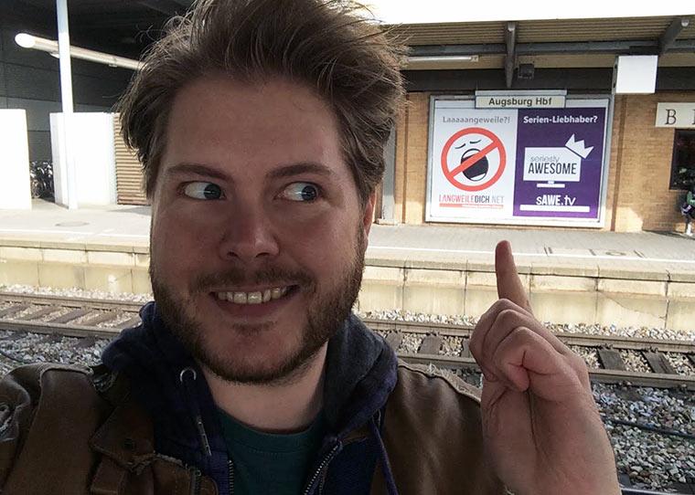 LangweileDich.net-Plakat am Hauptbahnhof AUX_Hbf_Plakat-Selfie1