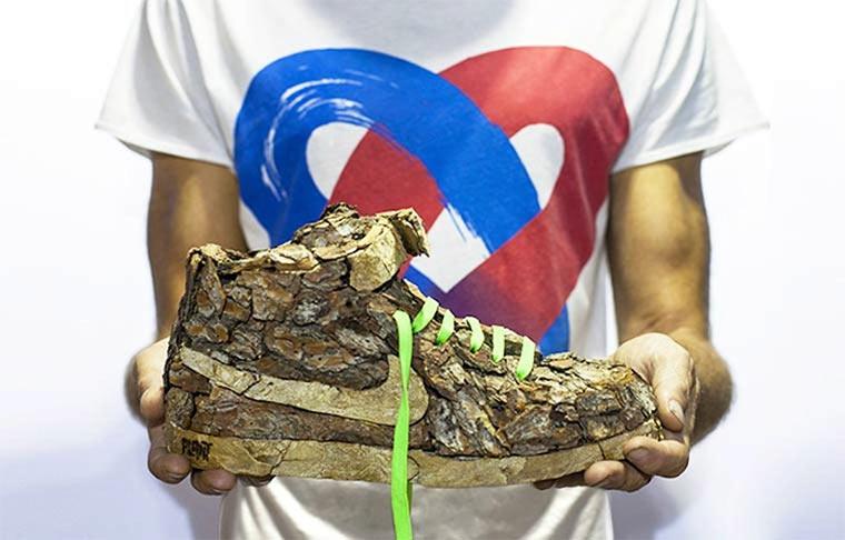 Sneaker aus Holz oder Blumen
