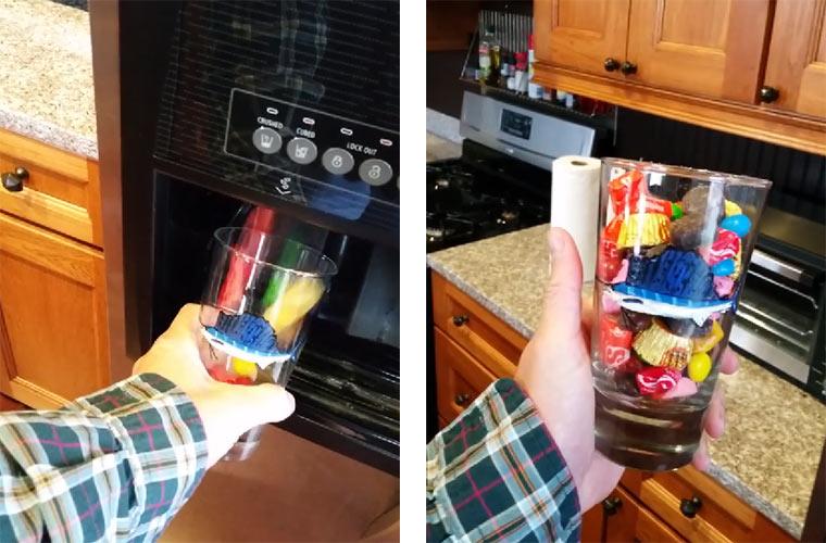 Süßigkeiten-Spender am Kühlschrank candy_ice_maker