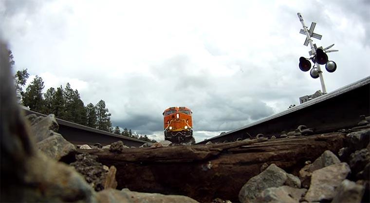 Zug fährt über GoPro goprotrain