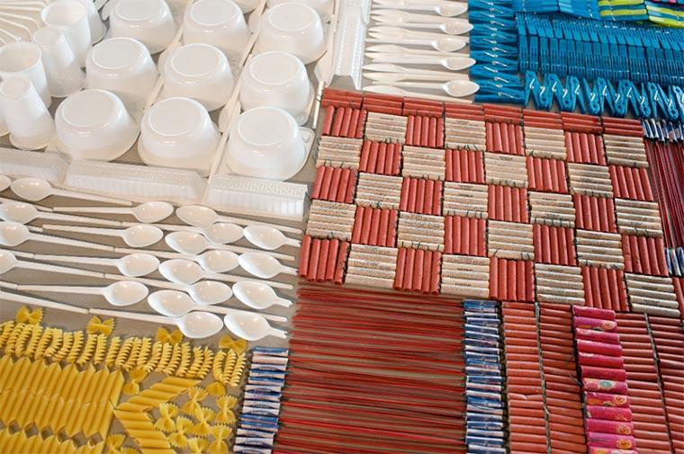 Teppiche aus Alltagsgegenständen wemakecarpets_01