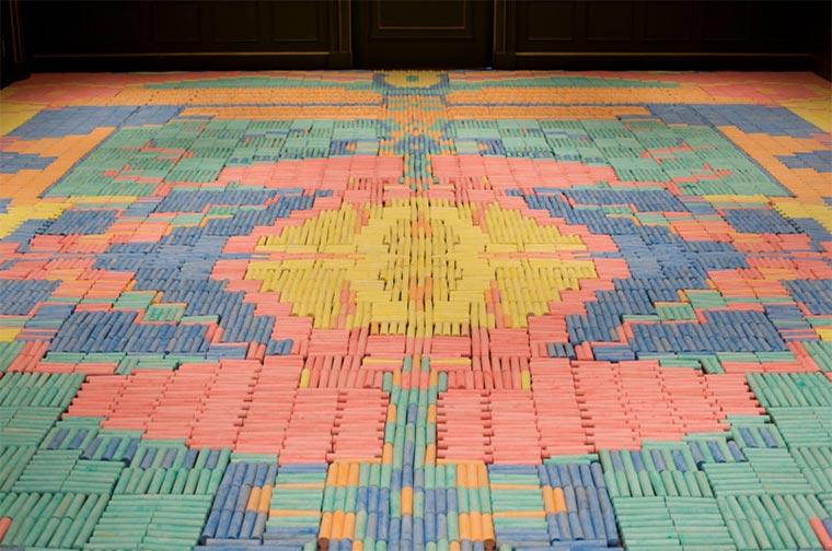 Teppiche aus Alltagsgegenständen wemakecarpets_02