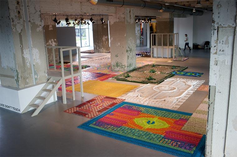 Teppiche aus Alltagsgegenständen wemakecarpets_09