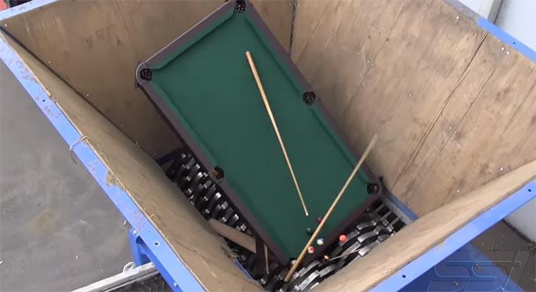 Einen Billardtisch schreddern
