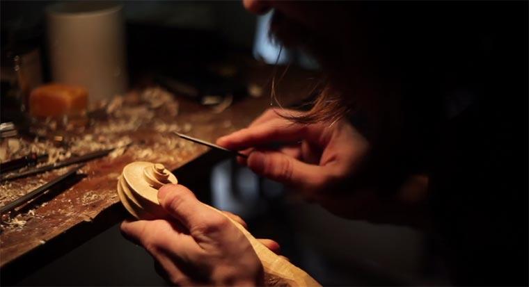 Einem Geigenbauer über die Schulter geschaut Craftsmanship