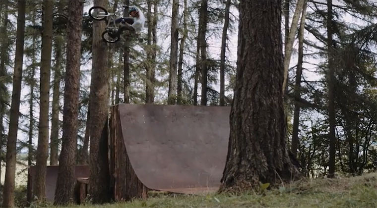 BMXing im Wald Red-Bull_Dark-Woods