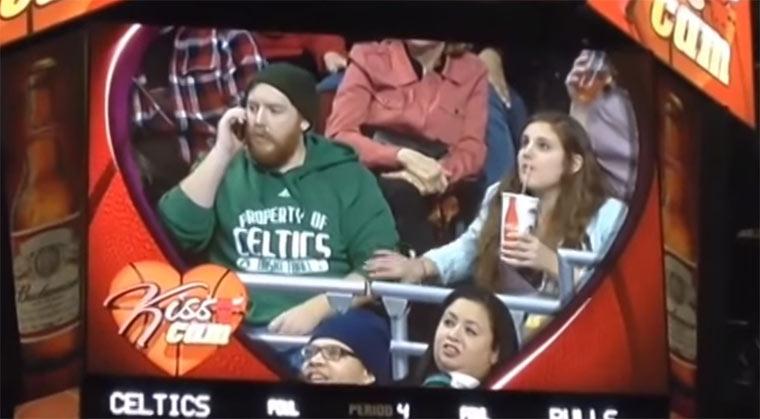 Kiss Cam Fail beim Bulls-Spiel kiss_cam_fail