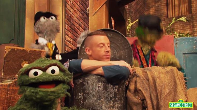 Macklemore in der Sesamstraße