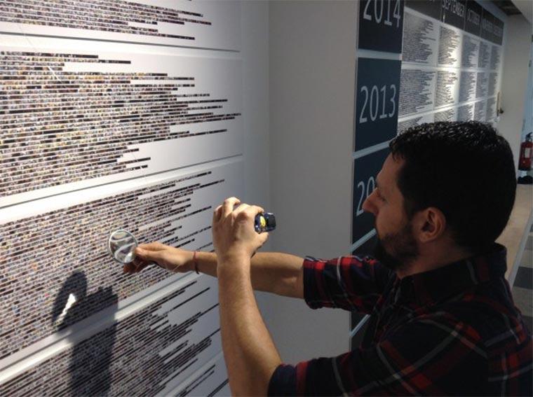 Seit elf Jahren macht Albert Frigo von allen Dingen ein Foto, die er in der rechten Hand hält artifacts-used-by-hand_02