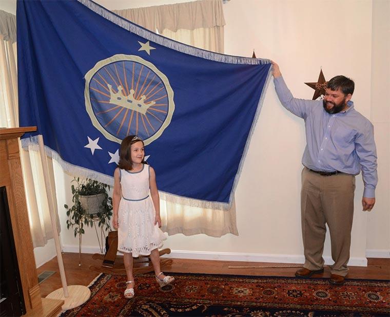 Vater gründet Kleinstaat, damit Tochter Prinzessin wird princess2