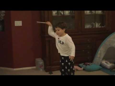 3-Jähriger dirigiert Beethoven's Fünfte