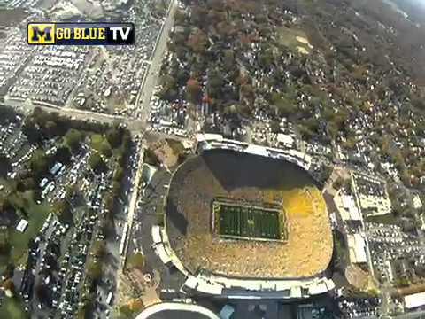 Fallschirmsprung ins Footballstadion