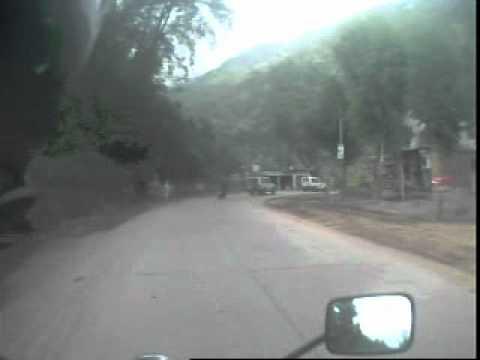 Truck crasht in Mottoradfahrer (der okay ist)