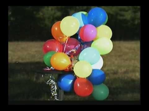 25 Luftballons mit einem Shotgunschuss in Superzeitlupe zerschossen
