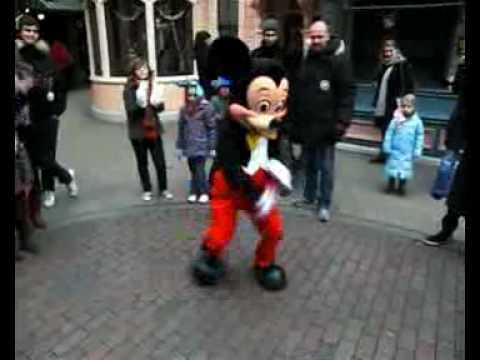 Dance-Battle in Disneyland