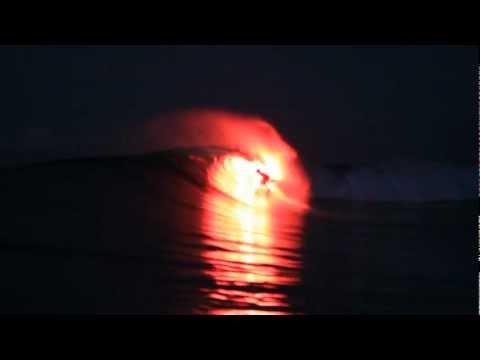 Feurig: Bengalo-Surfen