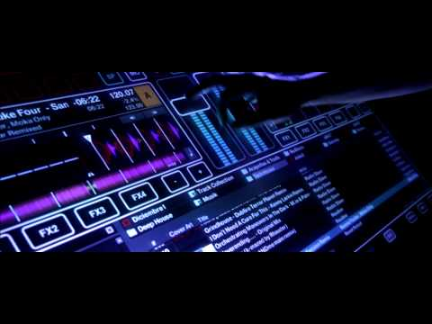 Stylisches DJ-Navigations-Touch-Display aus Glas