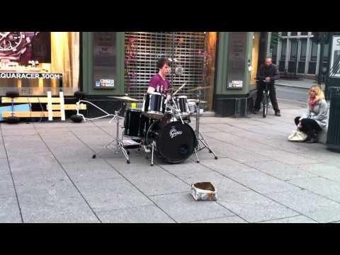 Straßenmusiker deluxe: Drummer Baard Kolstad