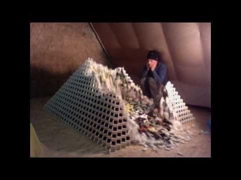 Ich bau mal schnell die weltgrößte Domino-Pyramide