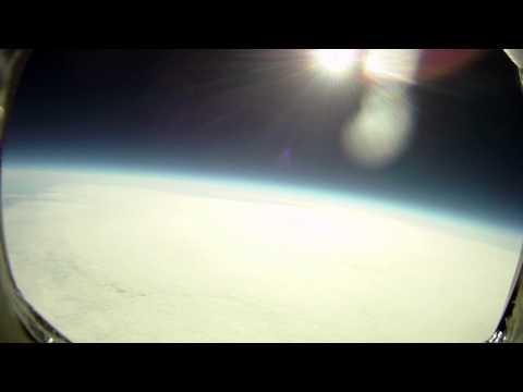 Wetterballon fliegt bis zur Stratosphäre