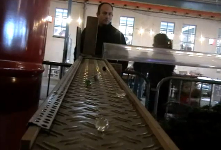 1.000 Murmeln auf einer Glockenbahn