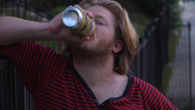 Beim Biertrinken erwischt