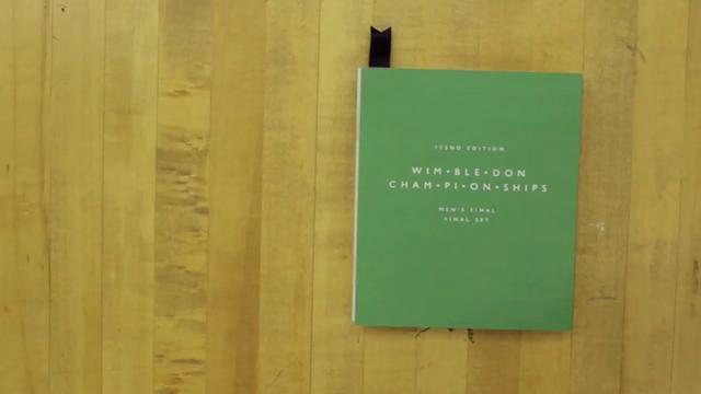 Wimbledon-Finale mit Buch nachgestellt
