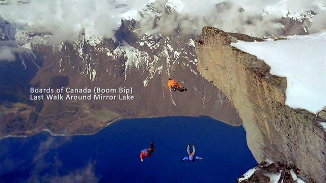 Irrer Basejump vom norwegischen Berg