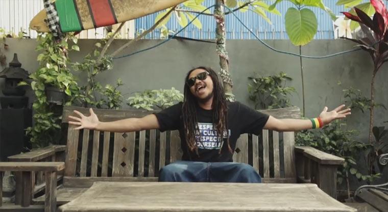 Uwe Kaa ft. Ras Muhamad – Aku Cinta (Indonesia)