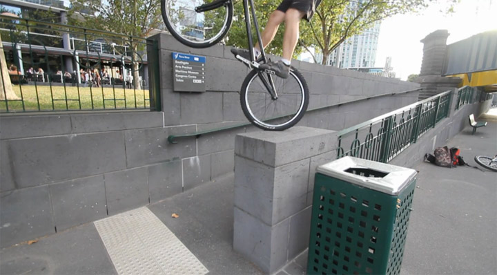 Fahrrad-Parcour: Andrew Dickey – Black Bike vol. 1