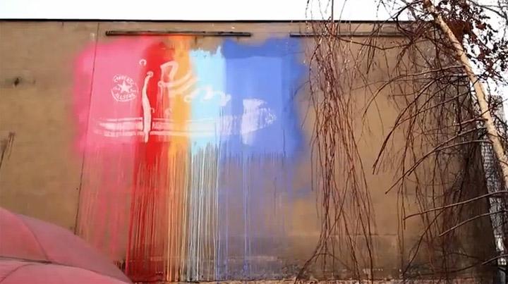 Converse taucht Großstädte in Farbe
