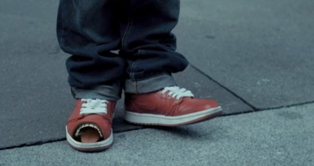 Singende & tanzende Sneaker