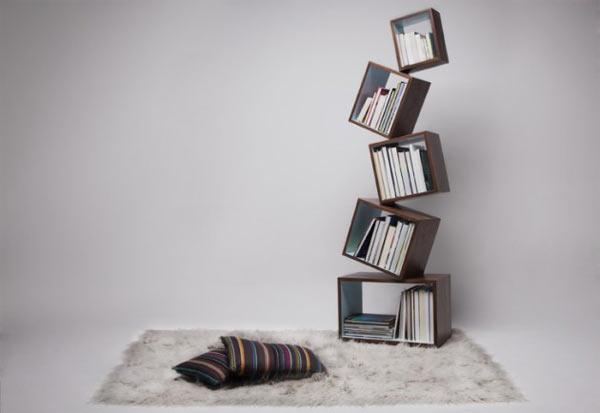 Das schwebend-gestapelte Bücherregal