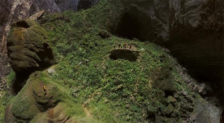 Fliegend durch die weltgrößte Höhle