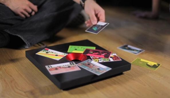 Cool: Tisch erkennt Papier und spielt Musik