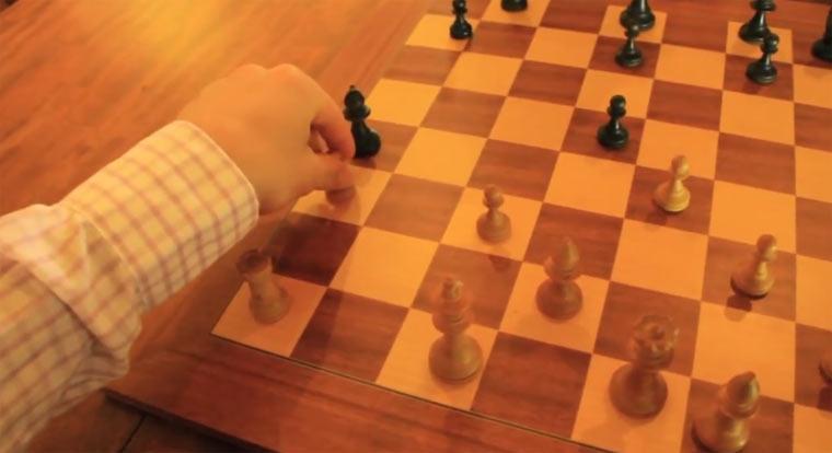 Eine Runde Schach mit Jemima
