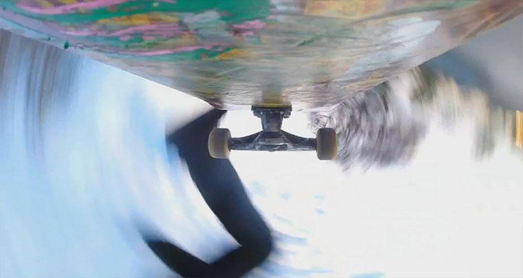Mit Kamera unterm Skateboard durch den Skatepark