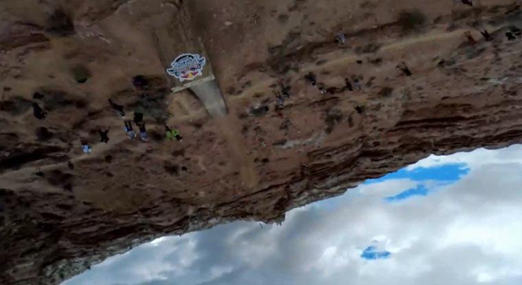 POV-Backflip über 22 Meter-Schlucht