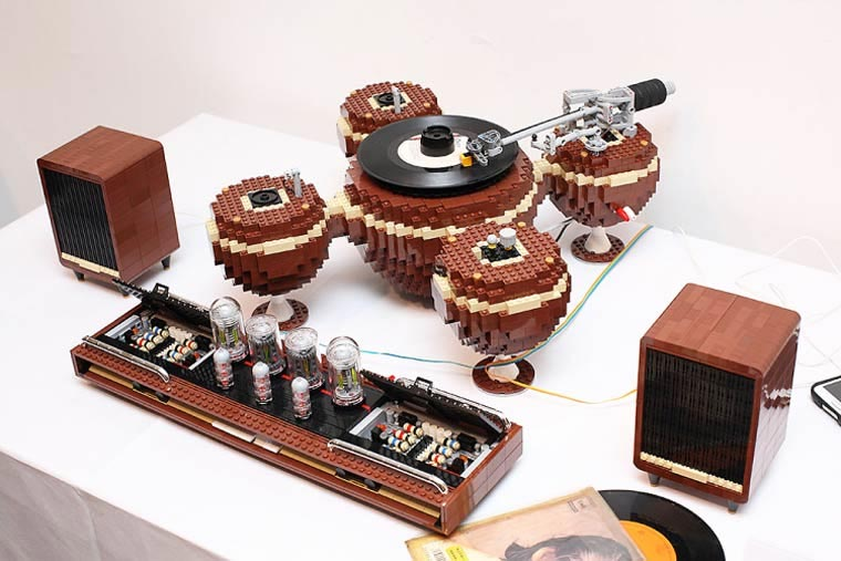 LEGO Turntable LEGO-turntable_01