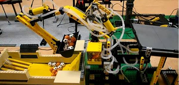 LEGO-Technik-Maschine: Kreislauf der Bälle