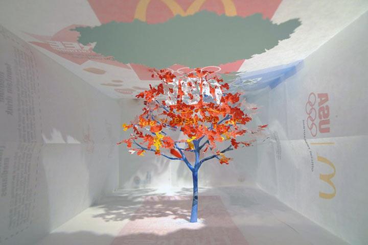 Art: Ein Baum aus einer McDonalds-Tüte