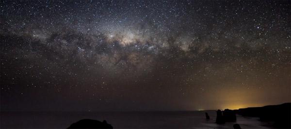 Timelapse: Ozean trifft Sternenhimmel