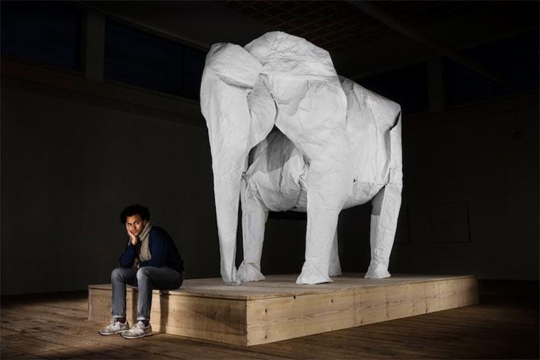 lebensgroßer Origami-Elefant
