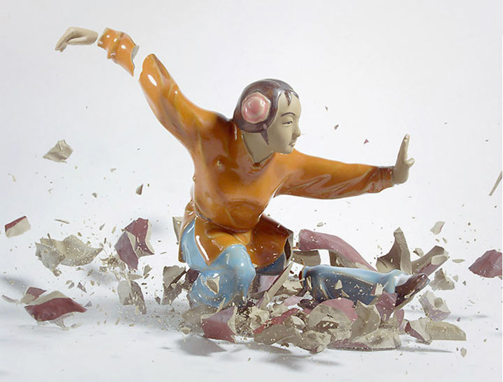 Fotografie: Zu Bruch gehende Porzellanfiguren