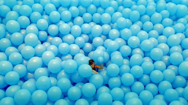 Riesenbällebad für Erwachsene