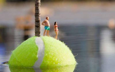 Slinkachu_tennis_island_01
