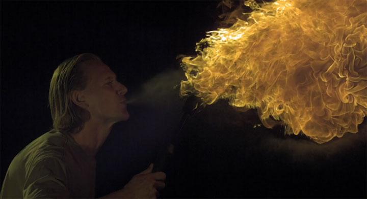 Feuerspucken in Super Slowmotion
