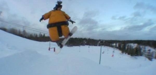 Snowboarden im Sumo-Suit