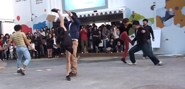 Koreanische Street Show: Breakdance vs. Taekwondo